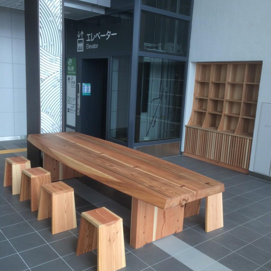 飯山駅の杉のテーブル 棚の納品
